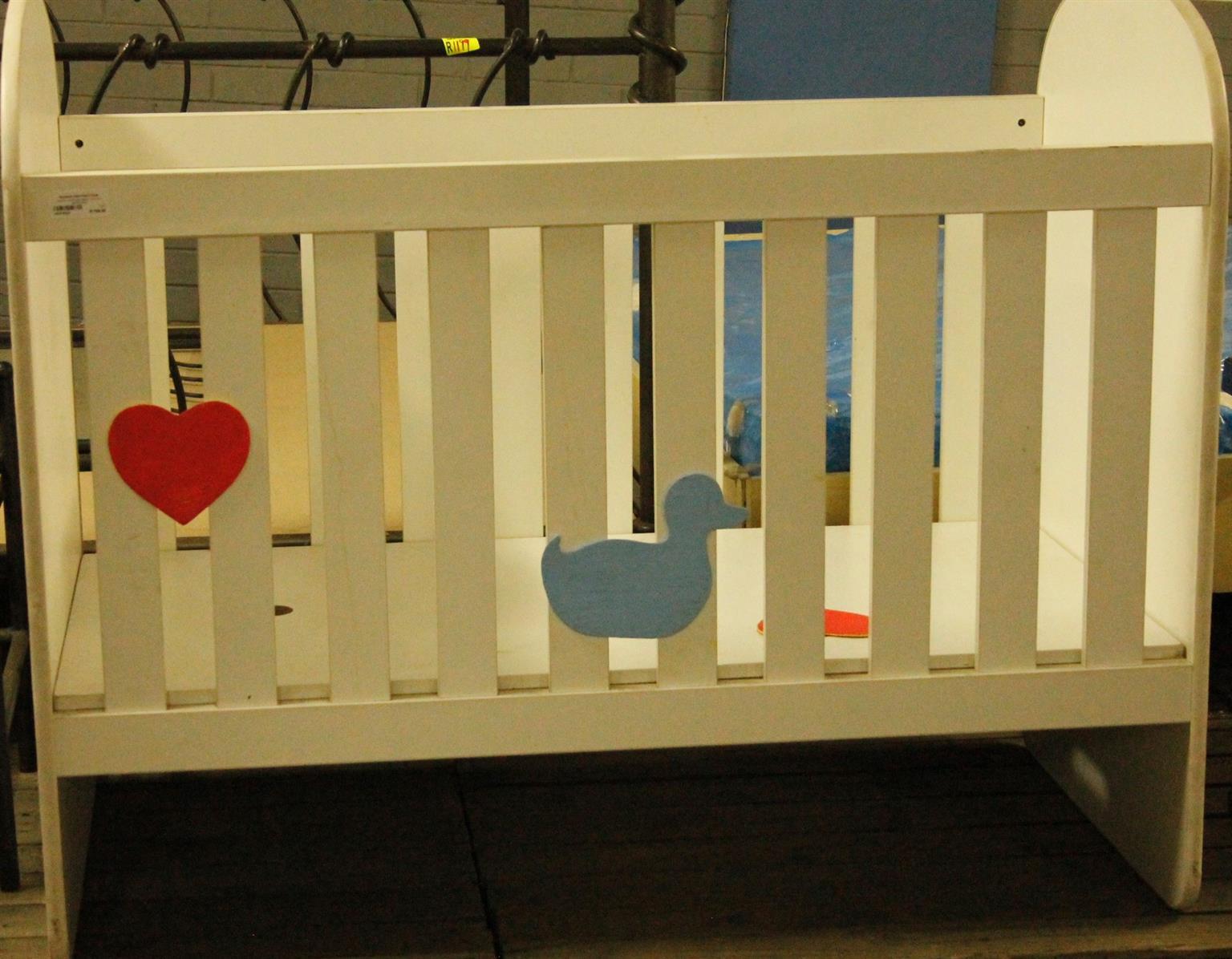 White  baby cot S027983a  #Rosettenvillepawnshop