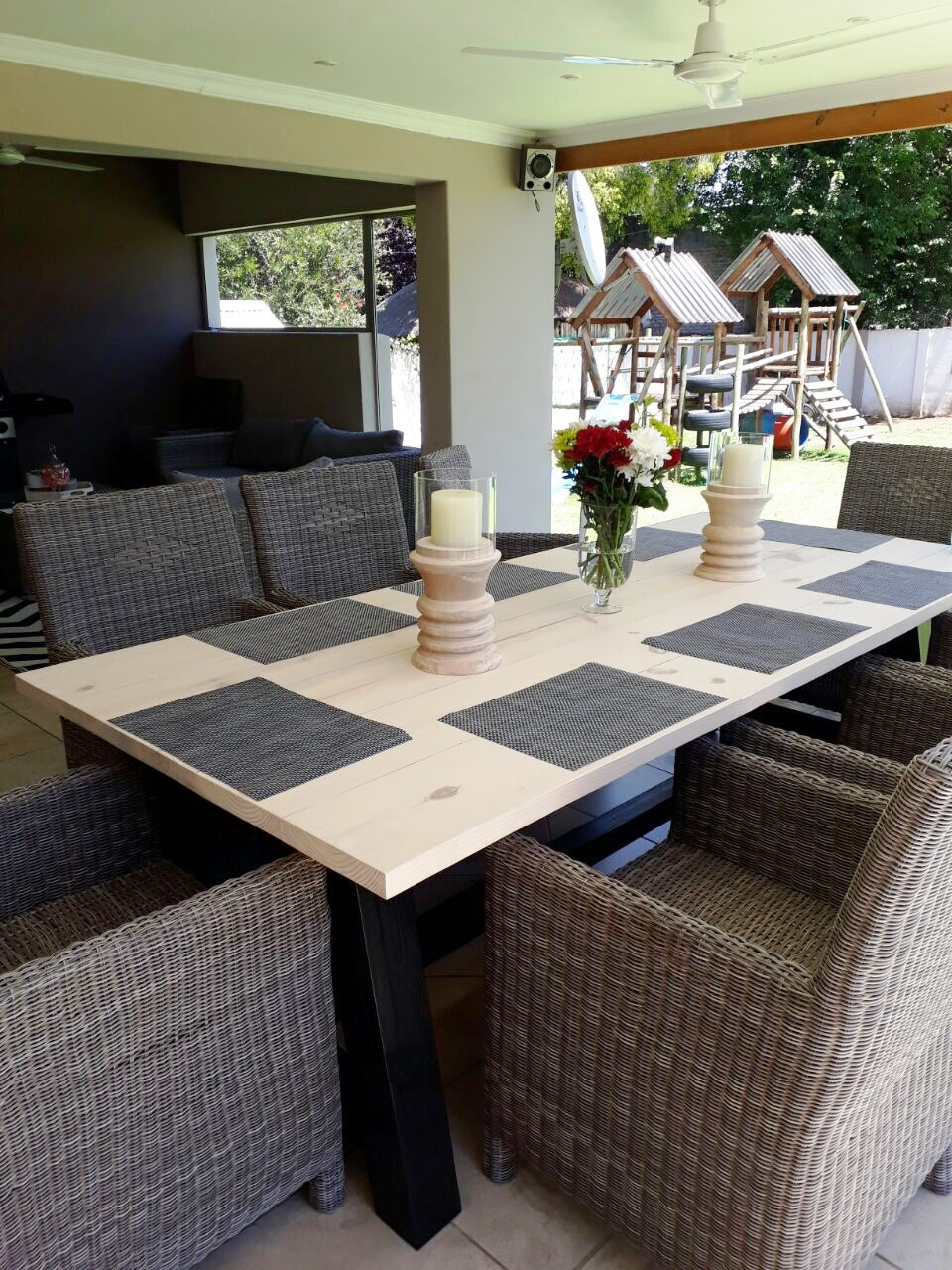 Patio table Chunky Cottage series 2500 A legs Two tone