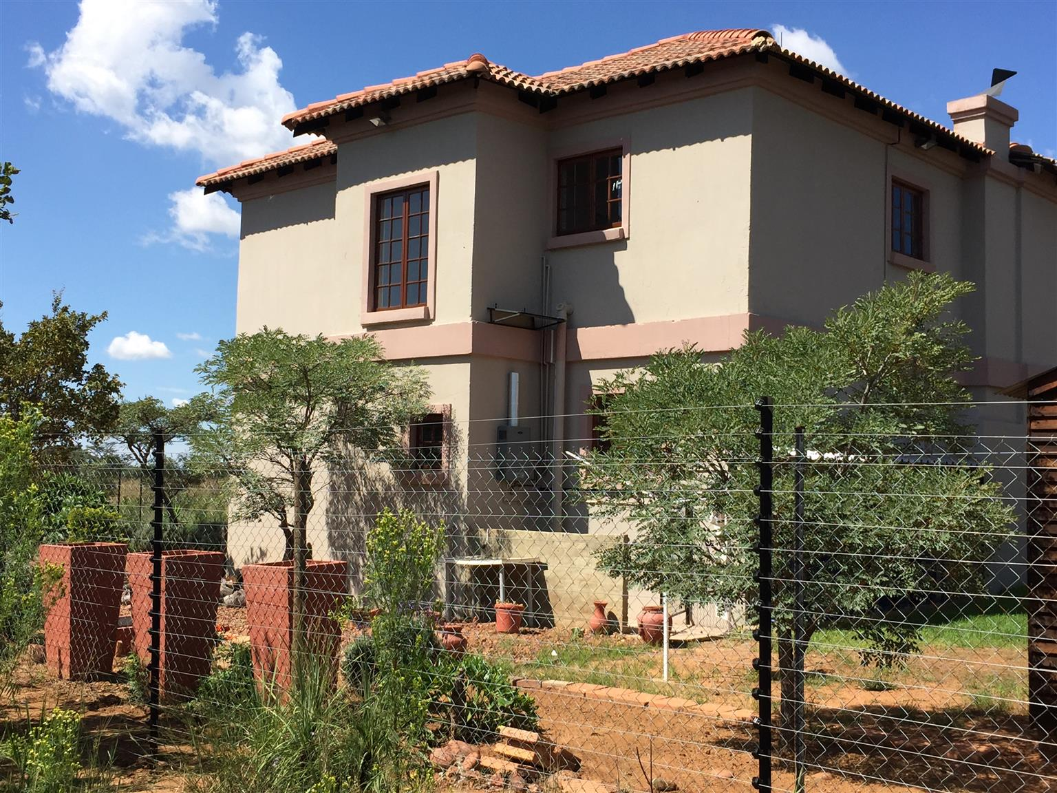 Tuscan family house - pay only R500 pm for water & lights