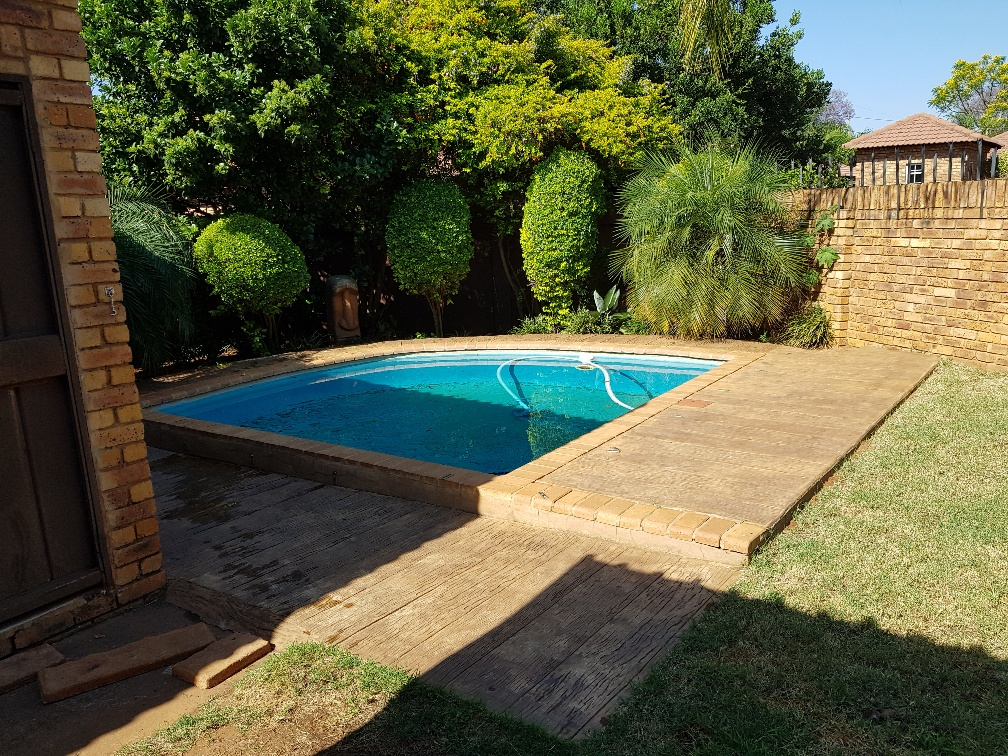 STUNNING TOWNHOUSE FOR SALE IN DORANDIA FOR A GIVE AWAY PRICE