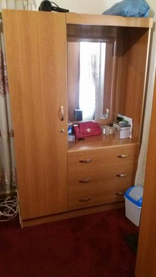 1 dresser with drawers