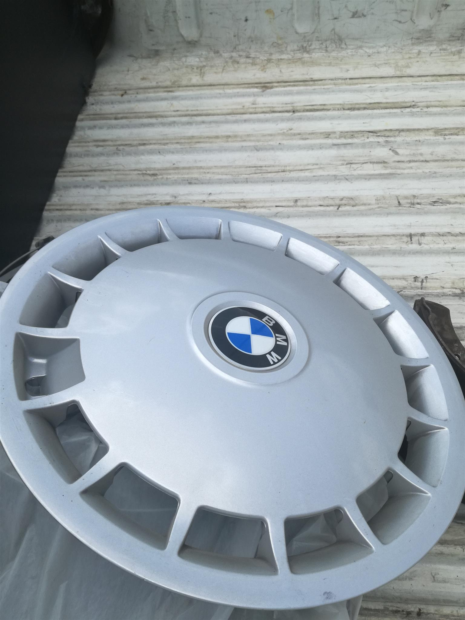 BMW WHEEL CAPS SET OF 4....