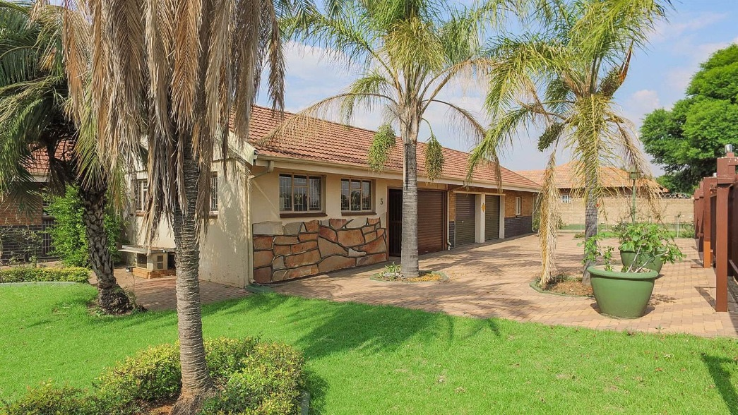 Family home with offices in the most sought after suburb of Bronkhorstspruit.