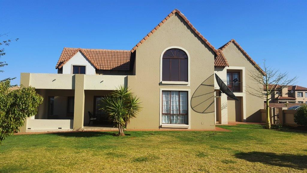 Double storey  in Silverstone Country Estate, Monavoni - Huge Garden! MAKE AN OFFER!