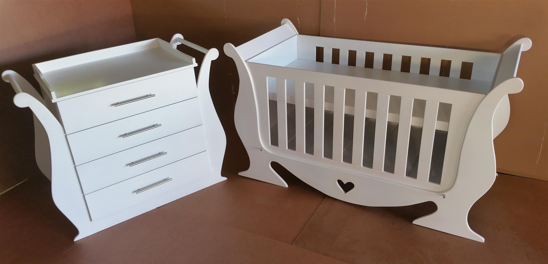 Primrose Baby Cot and Compactum-R 4499,00
