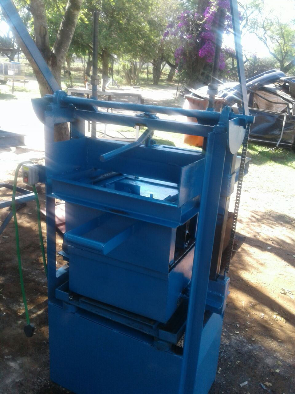 Brick machine static 3 phase with one mould