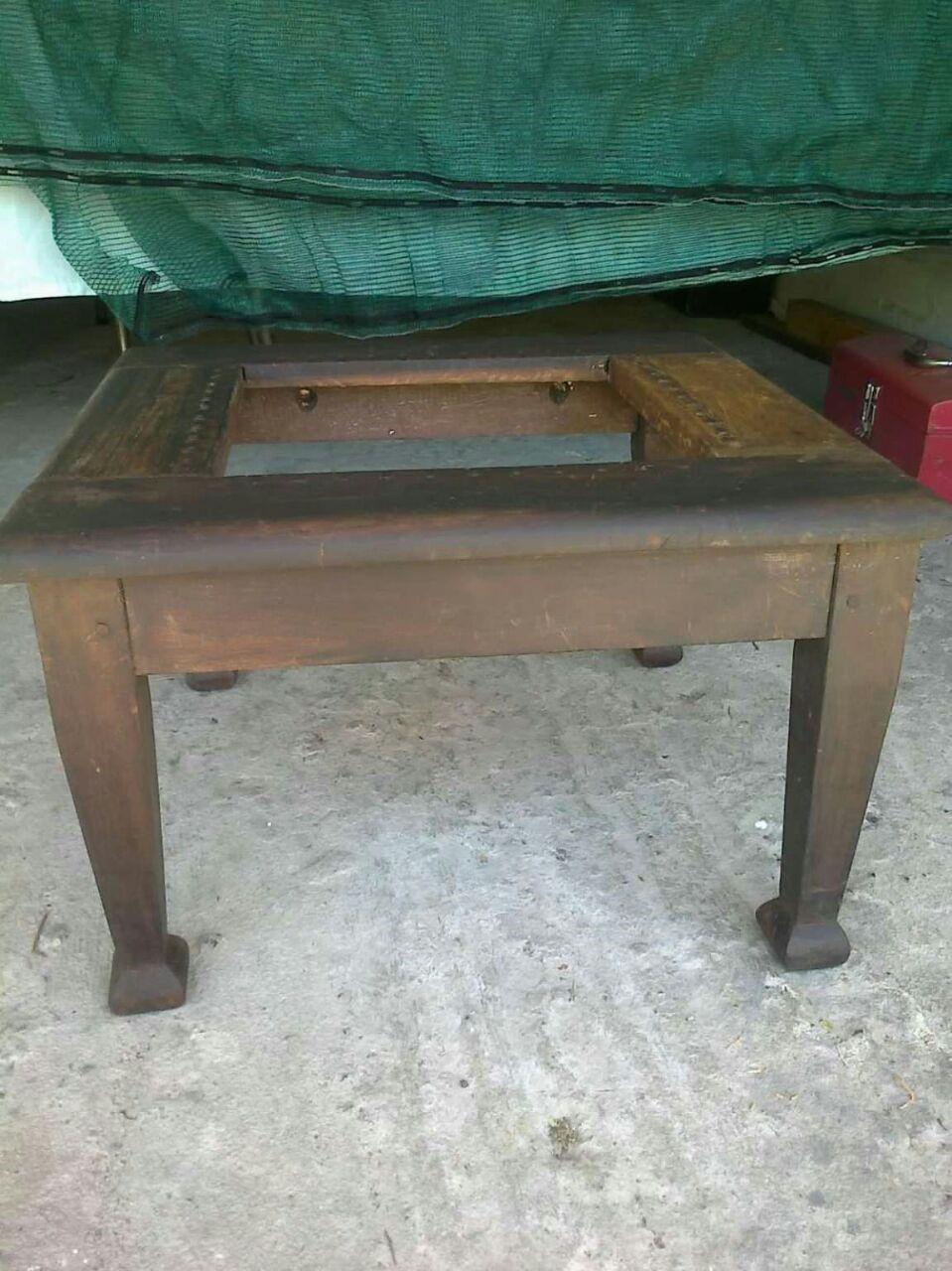 RIEMPIE TABLE-TO BE RE-STRUNG