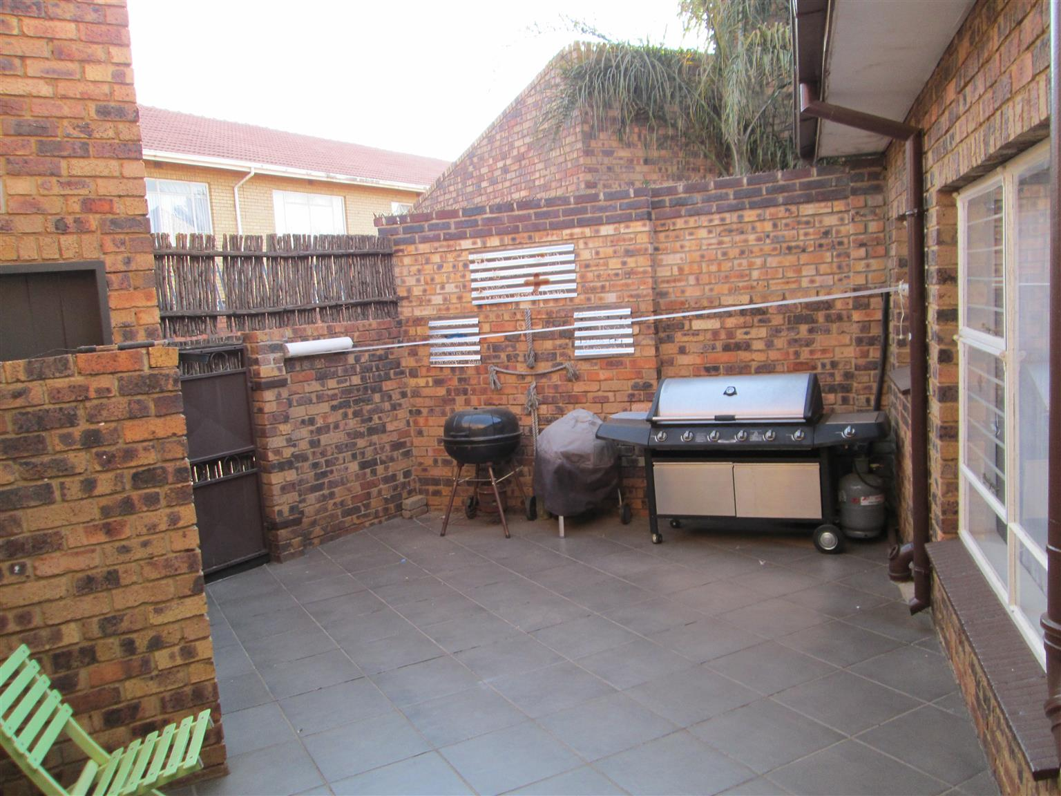 Stunning 3-bedroom townhouse available in Helikon Park