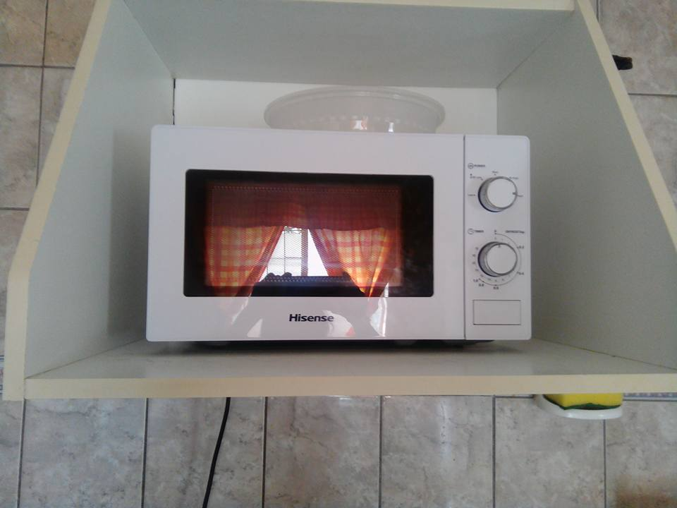 Hisence 20 litre microwave