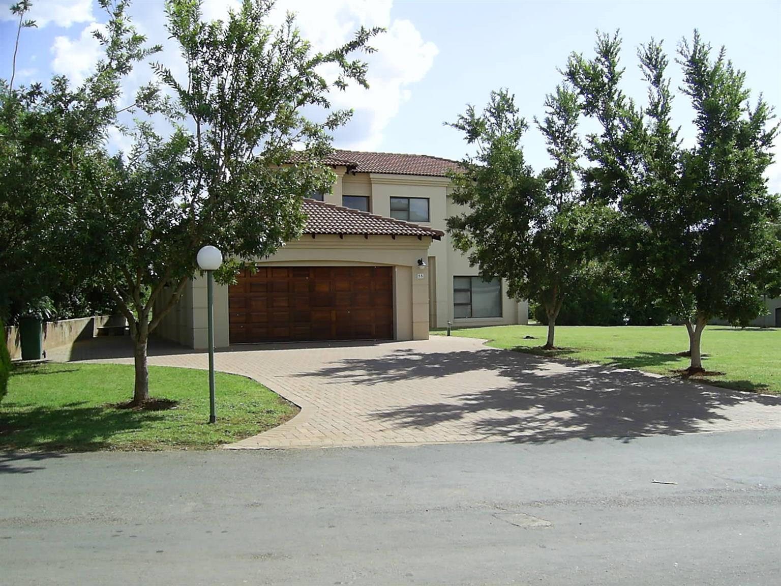 In Secure Equestrian, Boating, Golfing Estate on the Shores of Hartbeespoort Dam