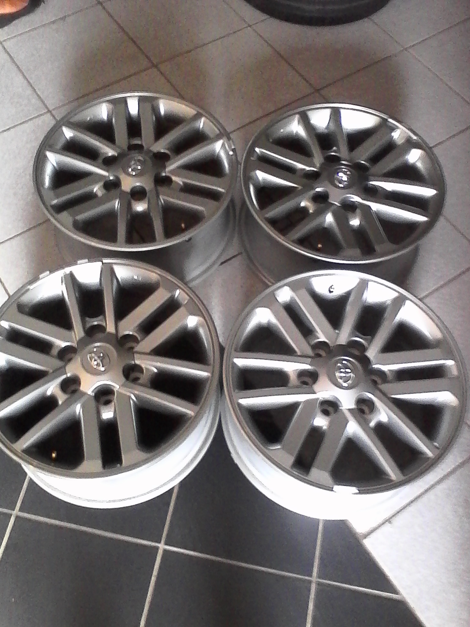 Get your Toyota bakkie/fortuna mags on special 17'' r1270 each silver