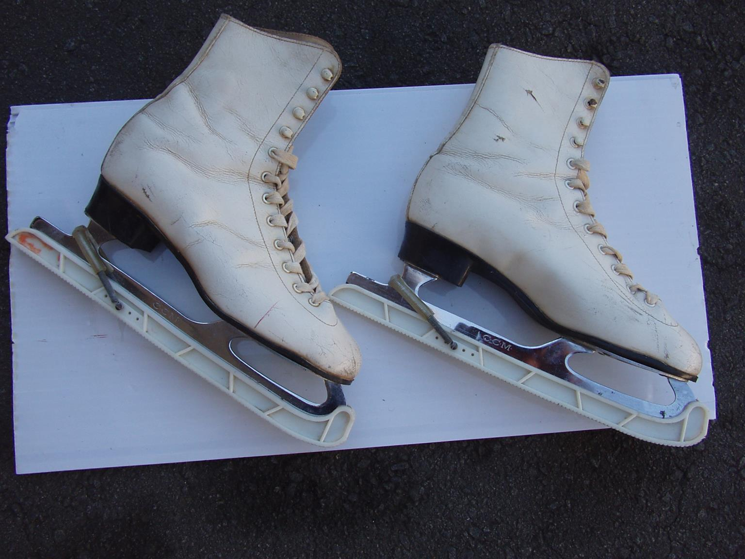 Ice Skates - Sterling - Made in Canada - Blade size 9 2/3 - CCM