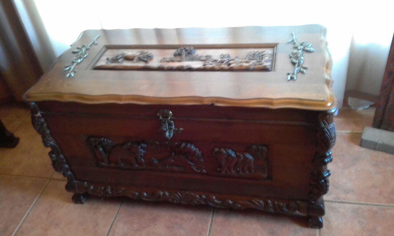 Old wooden solid imboya Trusou kist