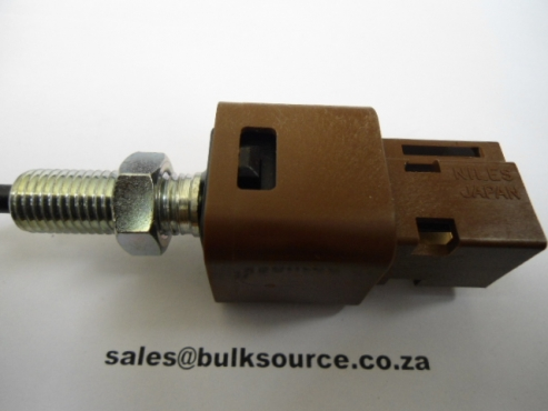 ISUZU SPARES PARTS BRAKE SWITCH