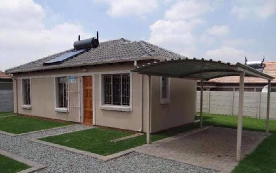 New houses in the south of Joburg at Savanna City.
