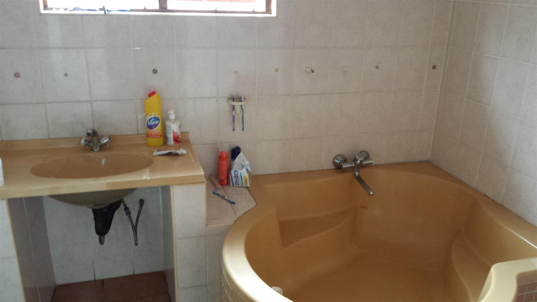 HOUSE FOR SALE IN RICHARDS BAY R550000 NEG.