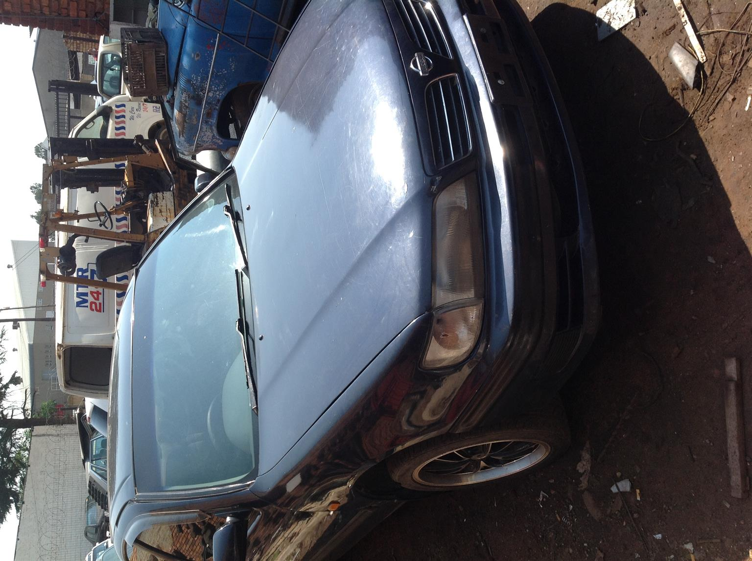Stripping Nissan Maxima 1999 for Spares