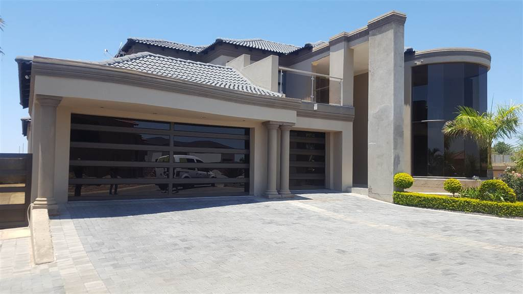 A Beautiful And Stylish 3 Bedroom House To Let At Marula