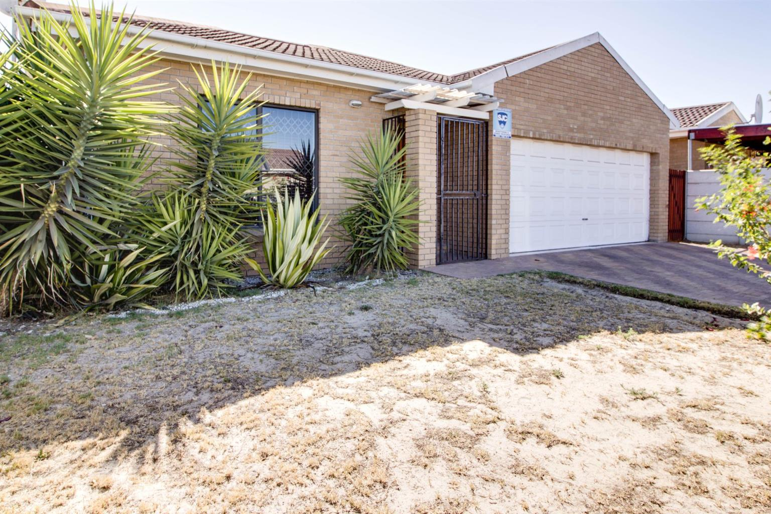 3 Bedroom house avail in Protea Heights for 1 March @ R12, 800 PM for long term rental to a stable family