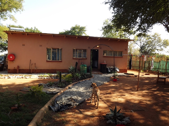 House & Flat on Smallholding, Bultfontein For Sale