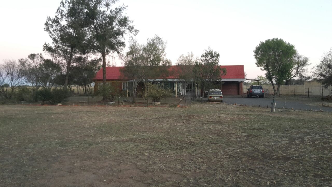 Spacious 3 bedroom house & flat on plot for sale, Bloemspruit