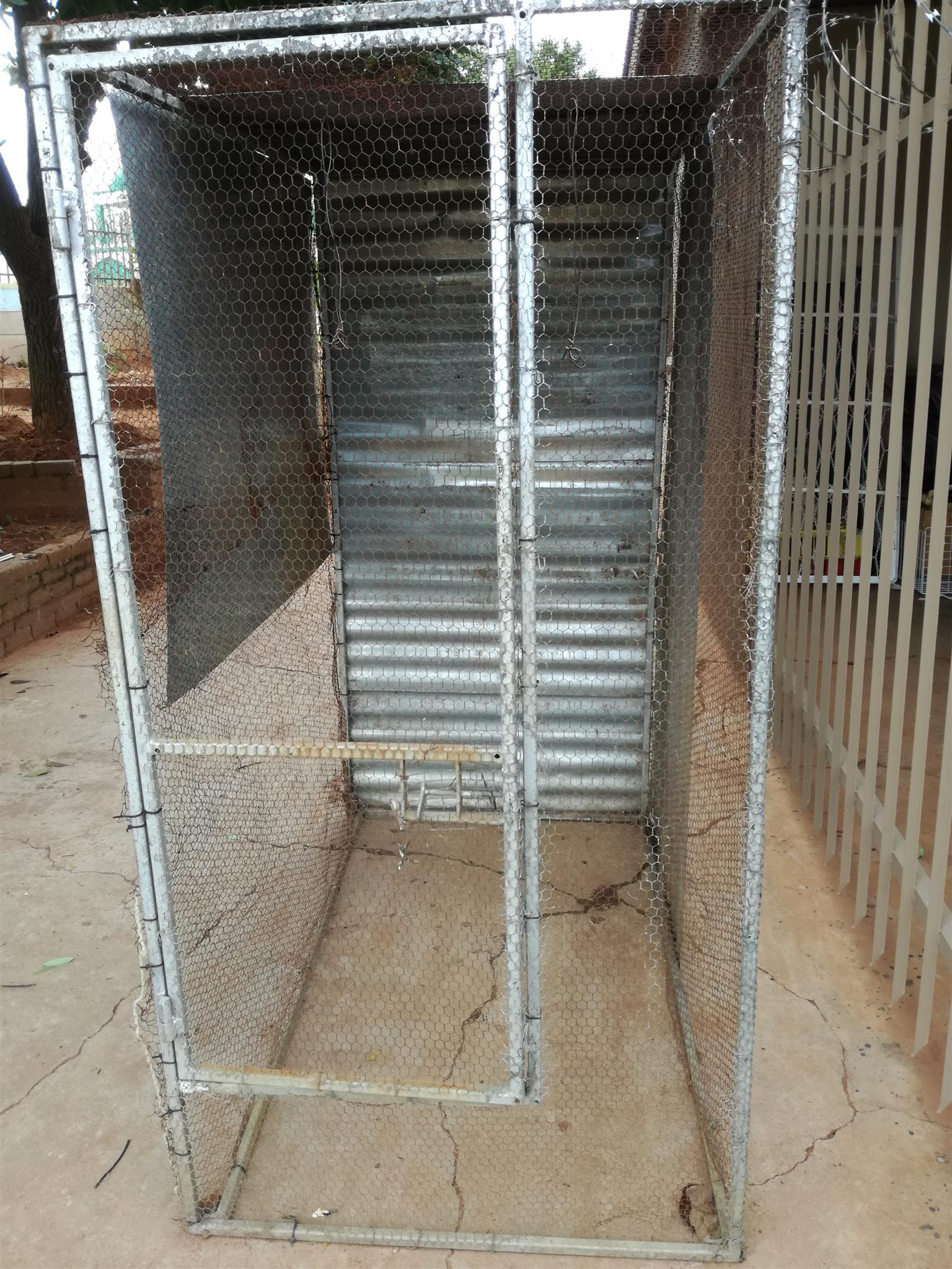 Walk in aviary for sale R650