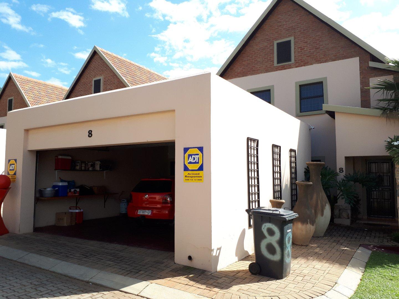 TOWNHOUSE IN MONTANA - 3 BEDROOMS 2.5 BATHROOMS 2 GARAGES