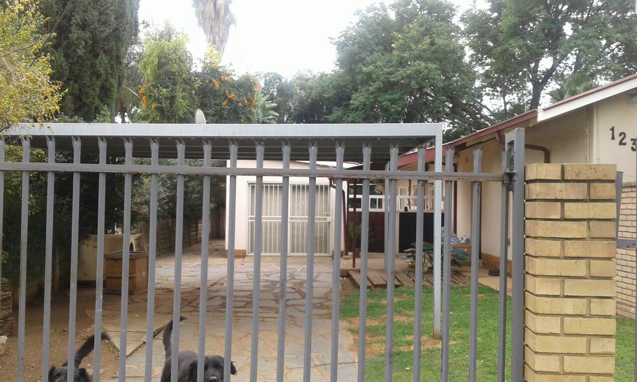 One Bedroom Garden Flat in Queenswood