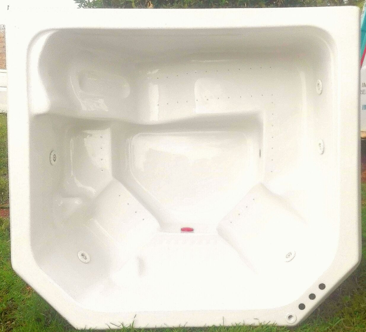 7 SEATER JACUZZI