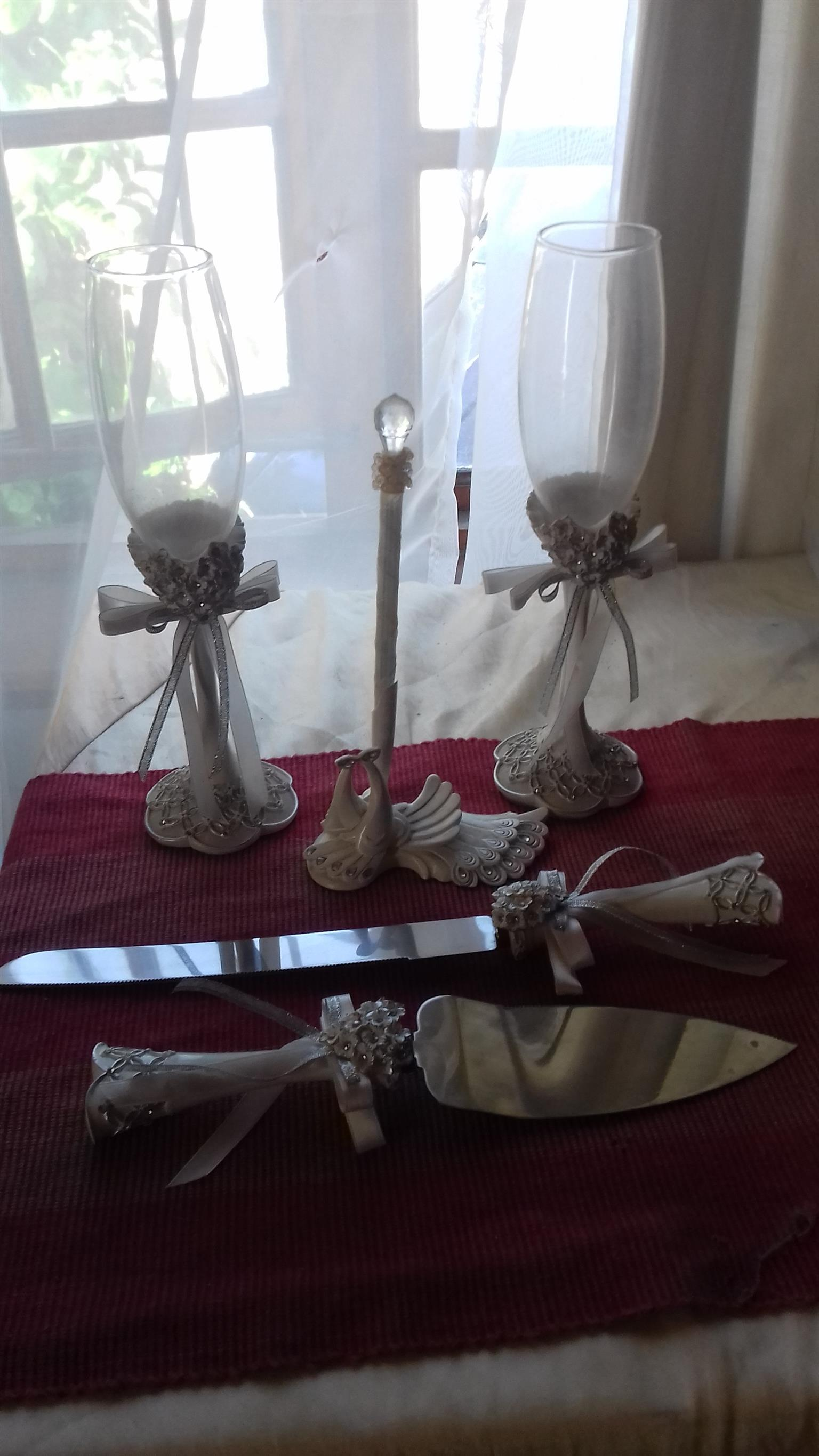 Bride and Groom drinking glasses, cake set and signing pen – R350