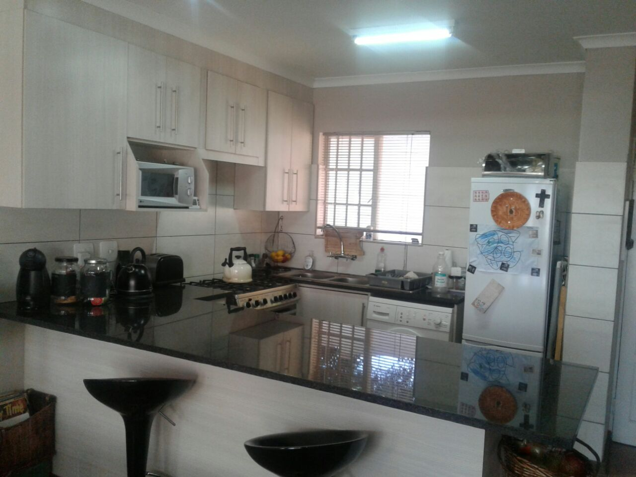 RENOVATED  - 3 BED TOWNHOUSE WITH BIG GARDEN