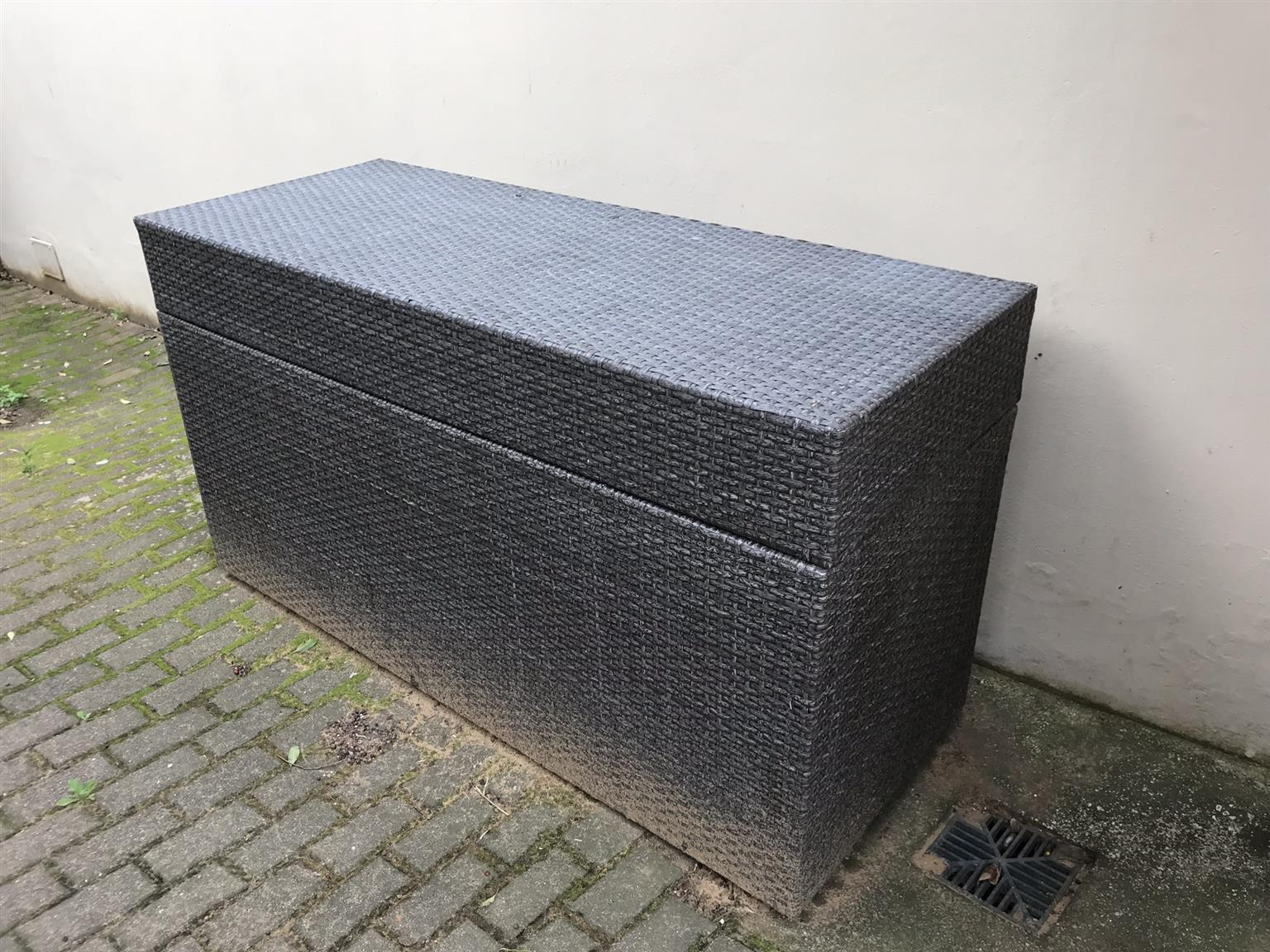 Sun Lounger Cushion Box