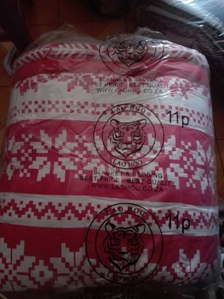 Pink and white 11 piece bedset