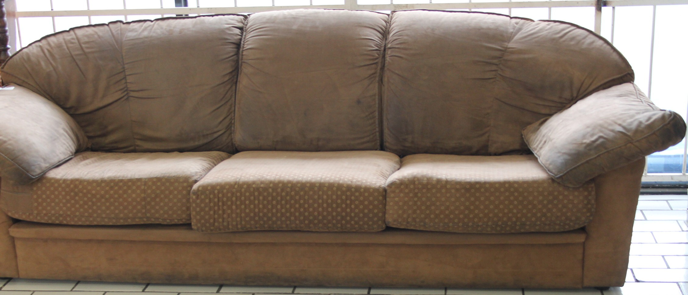 3 Seater couch S028860a #Rosettenvillepawnshop