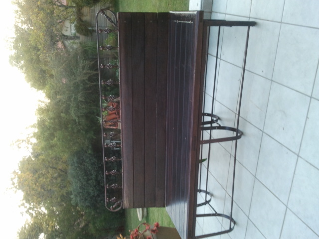SOLID MERENTI GARDEN BENCH EXCELENT CONDITION Seats 3-4