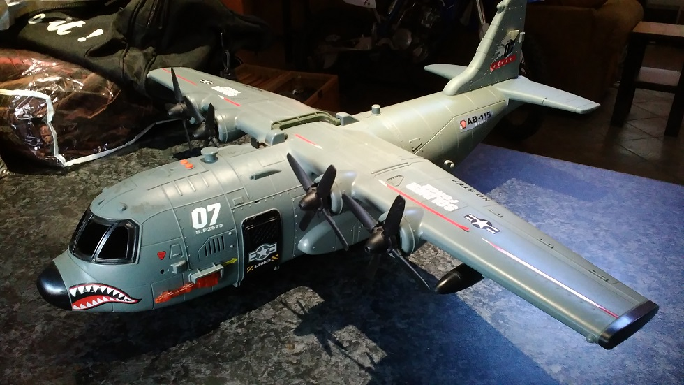 Large toy aeroplane - DC130 plus 3 action figures - in excellent condition