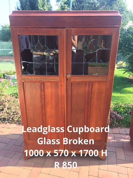 LEADGLASS CUPBOARD