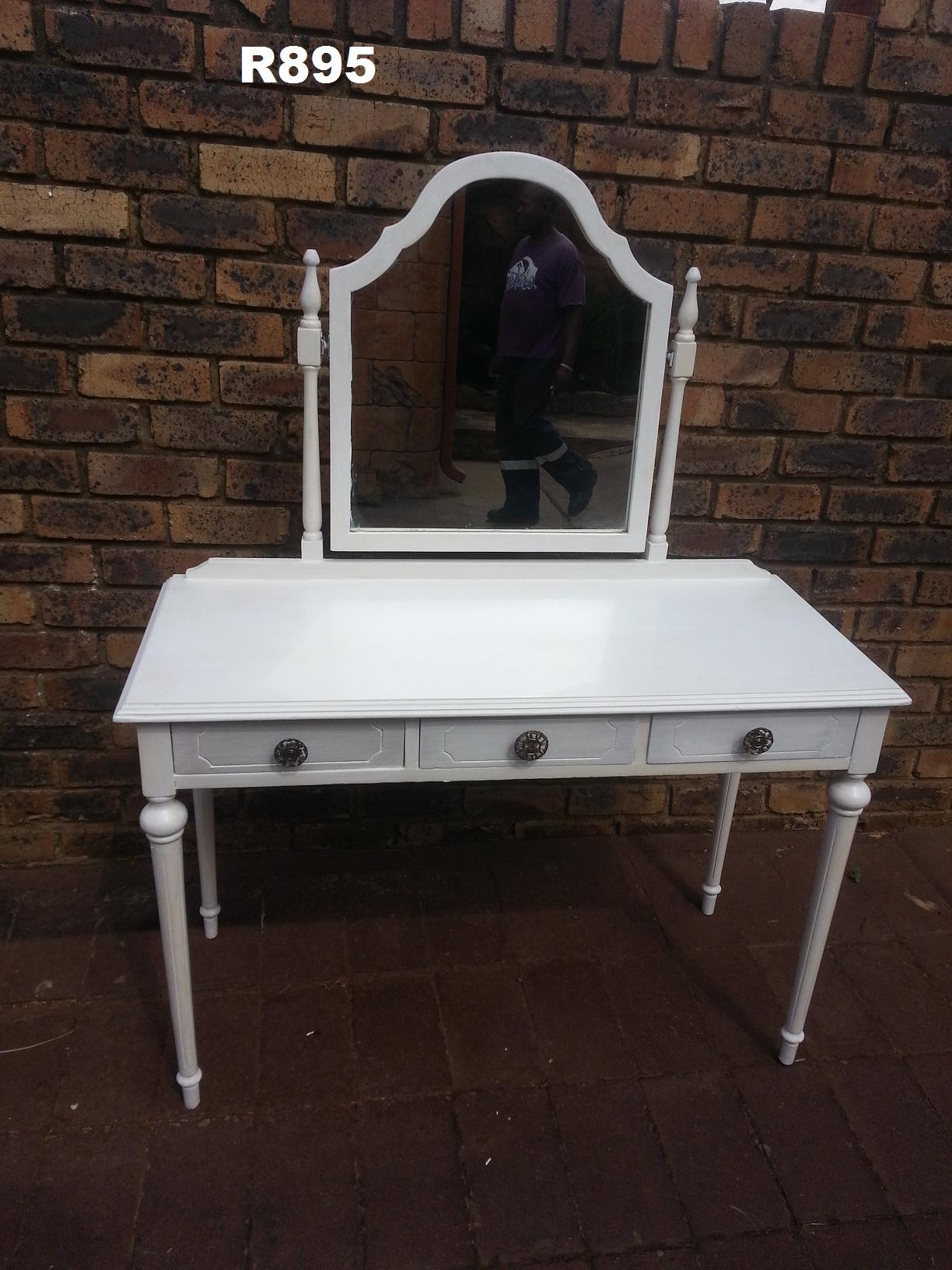 White Petit Dressing Table (1065x455x735)