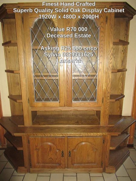 Superb Quality Hand crafted Solid Oak Cabinet/Display Unit Good condition 1920(w)x480(d)x2m(h)