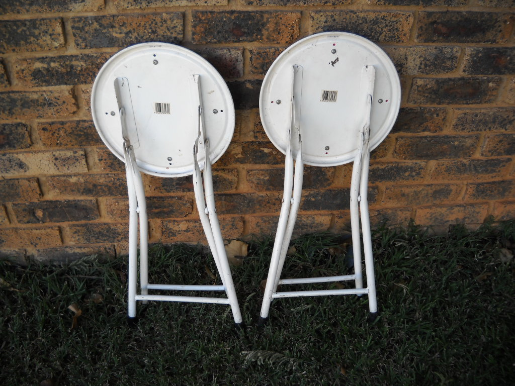 2 Fold up chairs